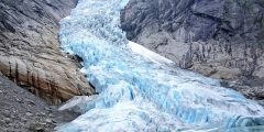 أحد عوامل تعرية سطح الأرض هو الجليد؟
