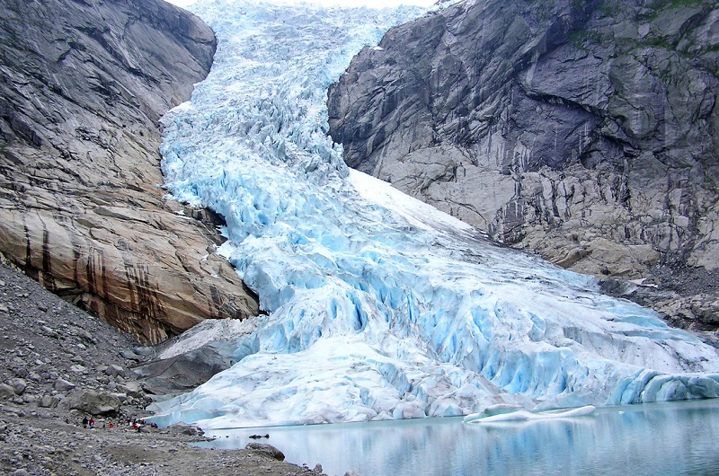 الجليد هو أحد العوامل التي تؤدي إلى تآكل سطح الأرض